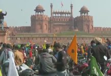 Demonstrators vandalize inside Red Fort