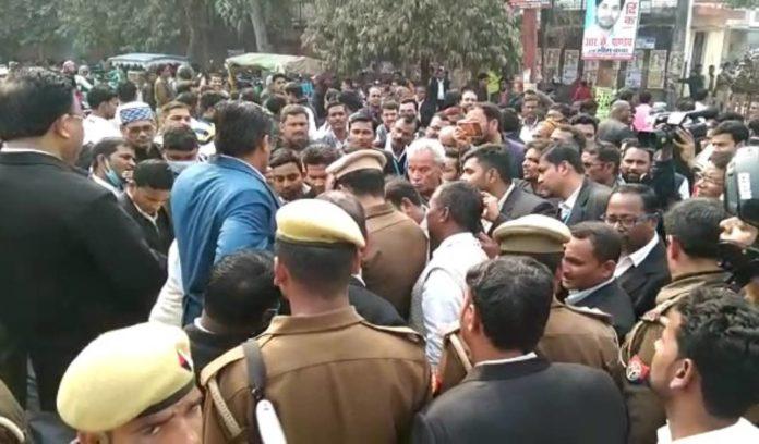 Advocates blocked road