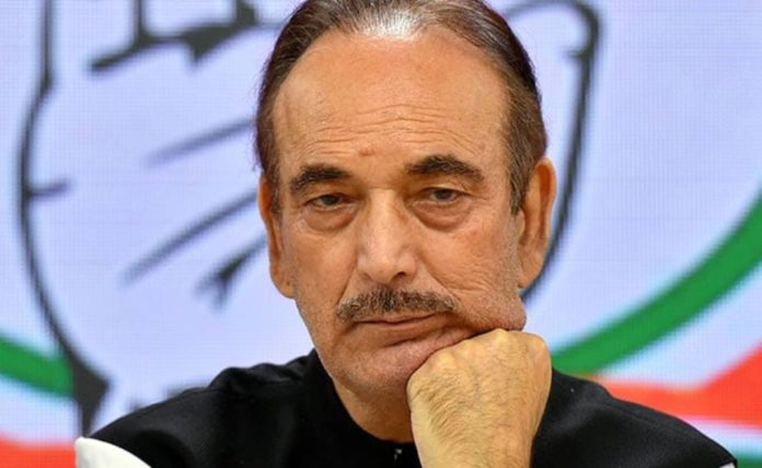 Congress workers protest against Ghulam Nabi Azad