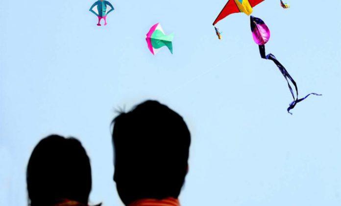 neck cut by kite thread